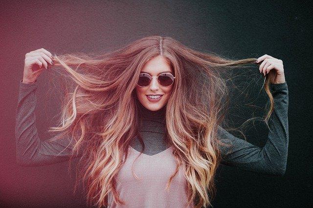 Co robić, żeby włosy się nie elektryzowały?