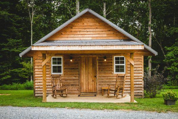 Poradnik na temat malowania domów z drewna